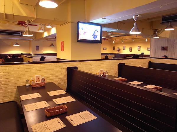 台北市Evans Burger敦南店 (17).JPG