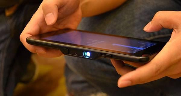 首款量產的可投影 Android 平板電腦