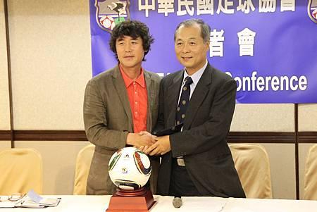 中華足協敦聘韓籍教練李泰昊先生擔任中華代表隊總教練.JPG