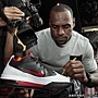 LeBron 為最新 Ambassador IV 鞋款親筆簽名.jpg