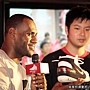 LeBron 與幸運球迷互動分享Nike球鞋小故事.jpg