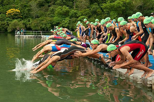 全程男子組選手開賽下水畫面.jpg