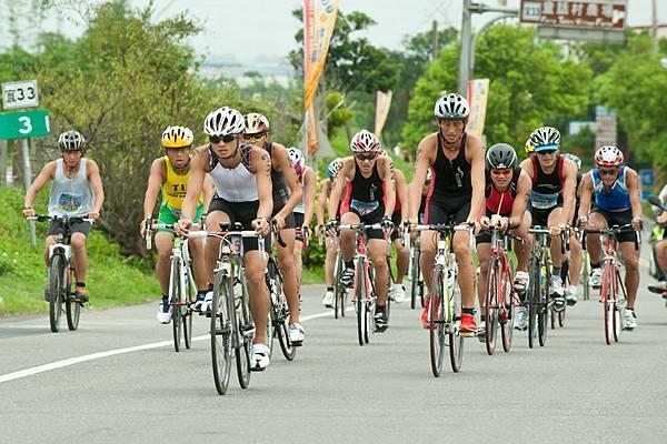 全程賽事選手自行車騎乘畫面.jpg