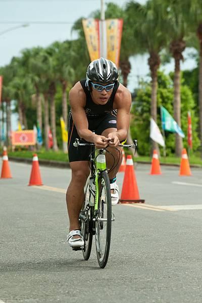 菁英男子組冠軍選手謝昇諺自行車畫面.jpg