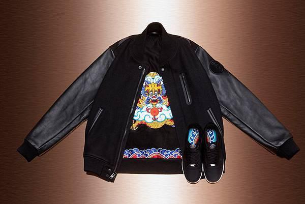 Destroyer Jacket的內襯似一幅精製華美的彩色刺繡,主體圖案為騰雲駕霧的龍形.JPG