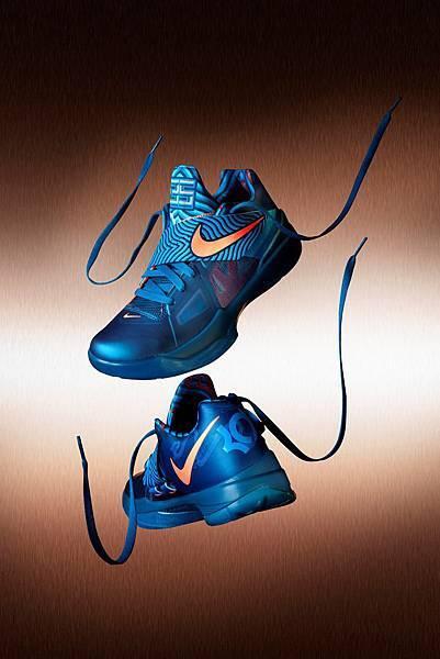 設計師Leo Chan就以水龍為靈感,設計了龍年款的Nike Zoom KD IV.JPG