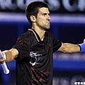 邊審你累了嗎? 今晚多次判決錯誤 Novak Djokovic 屢次挑戰鷹眼成功很無奈