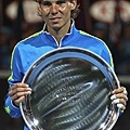 Nadal 湊滿了四大公開賽冠軍獎盃 接下來四大空開賽亞軍銀盤只差法網沒拿過 XD