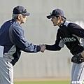 岩隈久志跟投手教練致意
