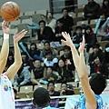 台灣大張羽霖 最後1.6秒致勝三分球逆轉擊敗達欣