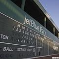 芬威球場在記分板上排出Jason Varitek的名字
