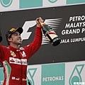Alonso一支獨秀,睽違8個月後首奪F1分站冠軍!
