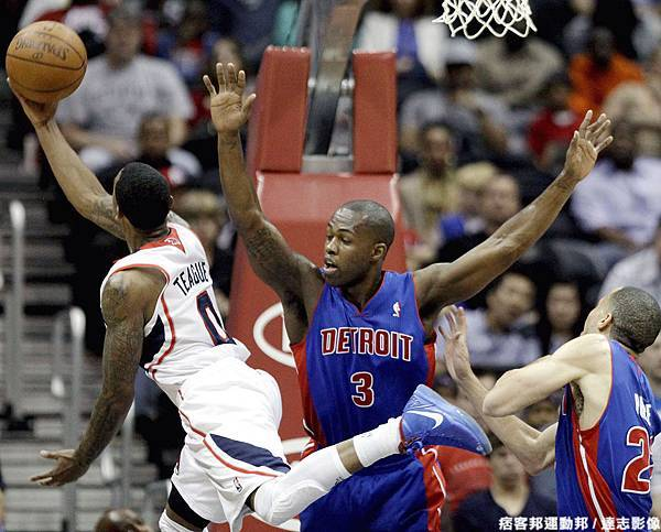 Teague:我右上籃,左擺腿,球擺進籃框中間