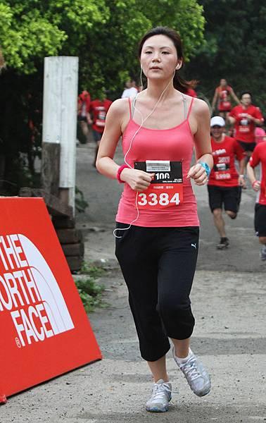 THE NORTH FACE 越野路跑賽活力運動美女靚裝完賽超吸睛