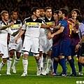 巴薩vs切爾西 38 梅西推開蘭帕德為隊友出頭引發小騷動