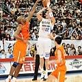 裕隆呂政儒全場拿下17分4籃板,但第四節五犯離場,未能在致勝節幫球隊守住勝利