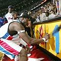 活塞時期-2004年奪下生涯唯一一座冠軍金盃
