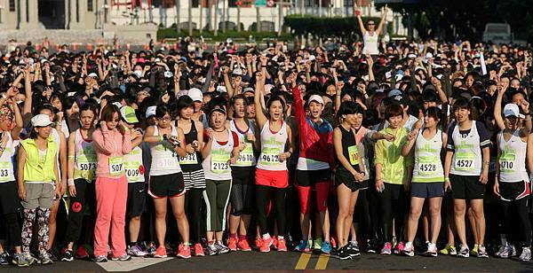 藝人ELLA陳嘉樺、張鈞甯挑戰6公里路跑,享受運動帶來的AMAZING