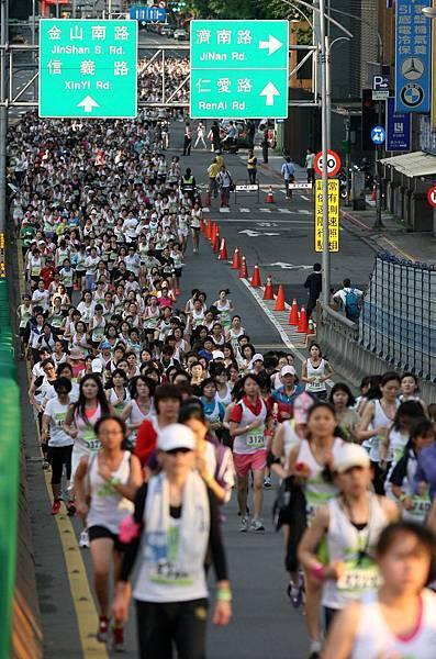 NIKE女生路跑 萬名女生挑戰自我享受運動帶來的AMAZING