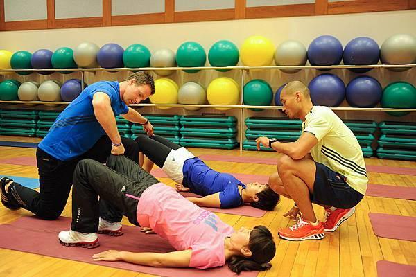 adidas 2012 國際健身學院-網球選手高紹媛與長跑選手陳淑華接受國際健身大使指導