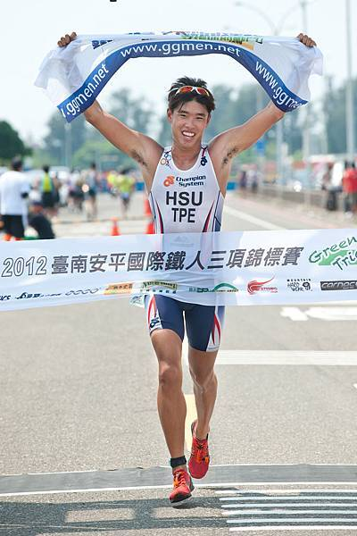 徐培嚴以56分16秒勇奪半程組男子冠軍