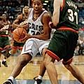 Miller 在 1999 年第一輪第八順被被塞爾提克選進,隨後交易至騎士隊