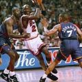 Michael Jordan -- 1993年季後賽 對太陽 -- 42分、12籃板、9助攻