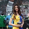 瑞莎身穿特製的烏克蘭性感戰袍