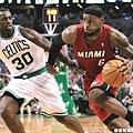 LeBron James  生涯季後賽曾 2 次拿下超過 40 分 15 籃板成績