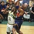 Charles Barkley  生涯季後賽曾 2 次拿下超過 40 分 15 籃板成績