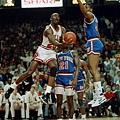 Michael Jordan  生涯季後賽曾 1 次拿下超過 40 分 15 籃板成績