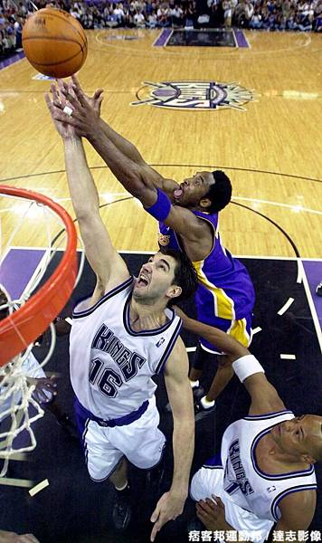 Kobe Bryant  生涯季後賽曾 1 次拿下超過 40 分 15 籃板成績