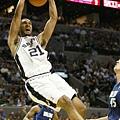 Tim Duncan  生涯季後賽曾 4 次拿下超過 40 分 15 籃板成績