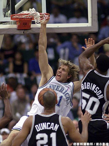 Dirk Nowitzki  生涯季後賽曾 1 次拿下超過 40 分 15 籃板成績