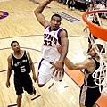 Amare Stoudemire  生涯季後賽曾 2 次拿下超過 40 分 15 籃板成績