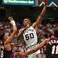 David Robinson  生涯季後賽曾 1 次拿下超過 40 分 15 籃板成績