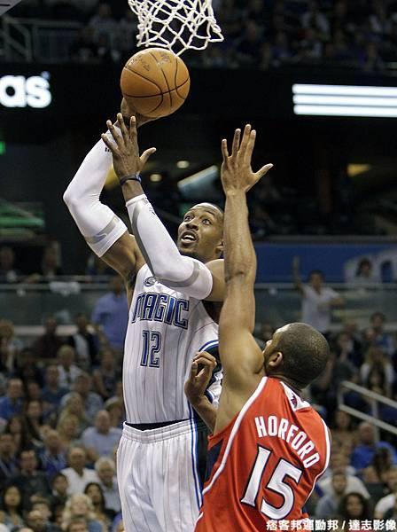 Dwight Howard  生涯季後賽曾 1 次拿下超過 40 分 15 籃板成績