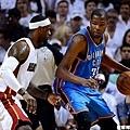 James 與 Durant 的第一次冠軍對決結束了  James 拿下生涯首冠