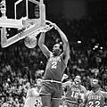 Moses Malone,1982-83 費城七六人