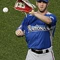 超級新人 Bryce Harper 練習傳接球