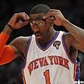 在紐約的 Amar'e Stoudemire 可是眼鏡絕不離身