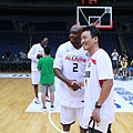Mitch Richmond 與主持人 Alex 合照