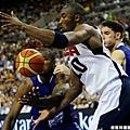 Kobe 與 Ibaka 搶球