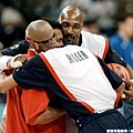 Malone跟Miller擁抱阿里