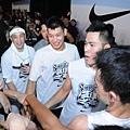 Nike球星林書豪與張宗憲擔任Nike Summer Nights球隊教練,為球員加油打氣