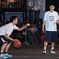 Nike球星林書豪擔任Nike Summer Nights後衛訓練營指導教練,傳授後衛技巧動作