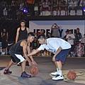 Nike球星林書豪擔任Nike Summer Nights後衛訓練營指導教練,鼓勵球員挑戰更強的對手