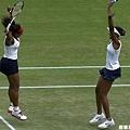 [女子網球] Williams 姐妹慶祝勝利