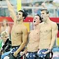 400公尺自由式接力跟800公尺自由式接力,Phelps都跟美國隊友一同搶下金牌