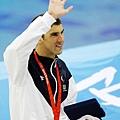 Phelps站在頒獎台上,享受屬於他的榮耀